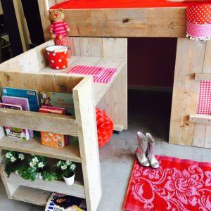kleine kinderkamer inrichten bed floor uitschuifbaar bureau