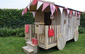 speelhuisje in de tuin pipowagen van zomerzoen