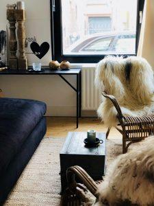 Stoer hotel in Nederland woonkamer schapenvacht