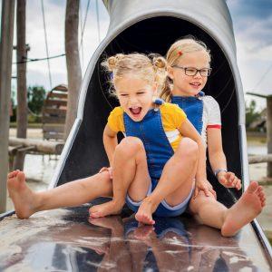 hof van saksen met kinderen zomerzoen glijbaan