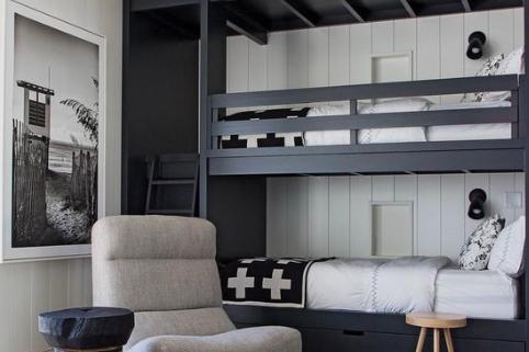 bunkbedden in zwart wit zomerzoen