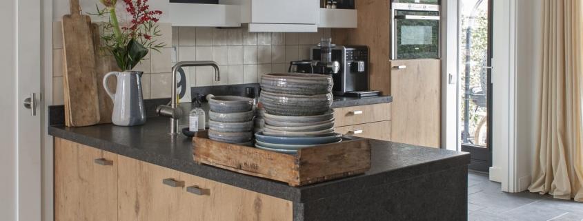 Houten keuken met betonnen blad kopen Zomerzoen
