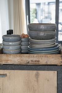 Houten keuken met betonnen blad kopen servies